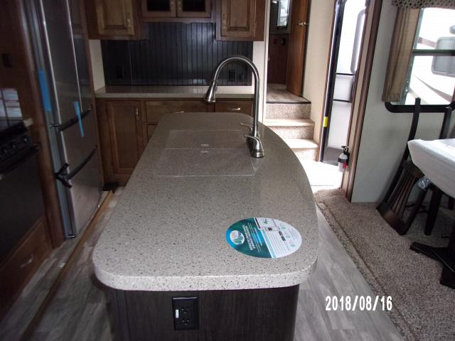 Coachmen-2019-Chaparral-336TSIK-2